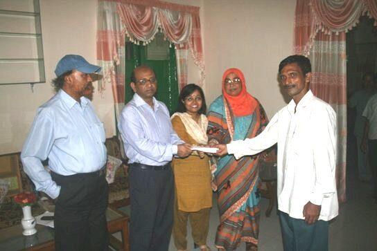 দিনাজপুরের ওয়াজেদ মিয়াকে সহযোগিতা প্রদান